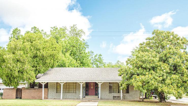 The Gragg-Reno House Address: 702 W. Main St., Olney, TX