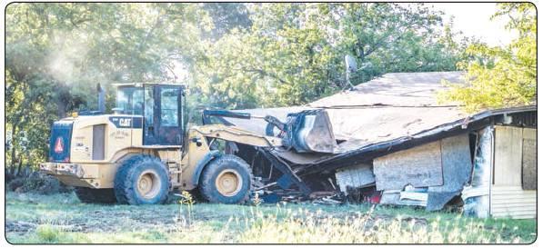 City demolishes dilapidated properties