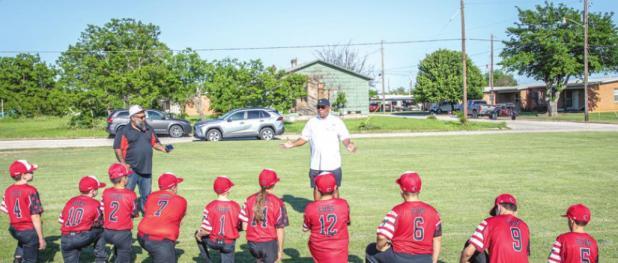 Retired baseball pro encourages the Olney Cub Little League team